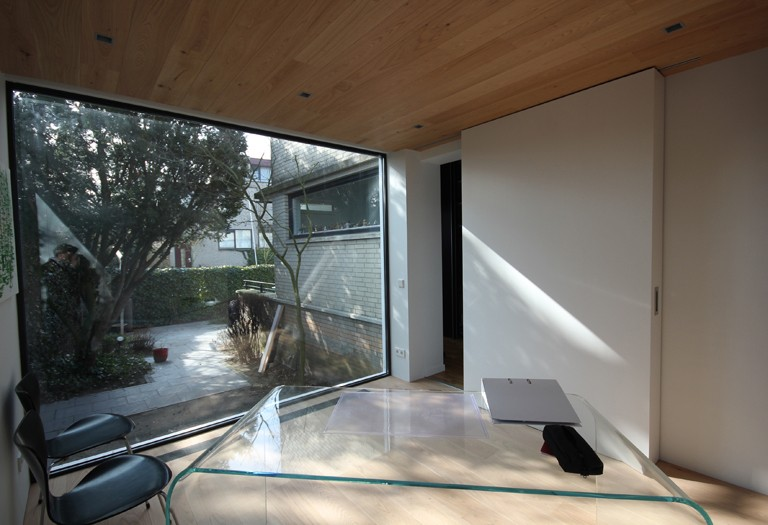 Minimalistische aanbouw - Ruimte van water kleine ruimte ...